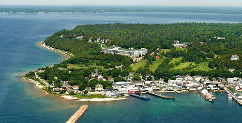 mackinac-island-impressive-small-towns
