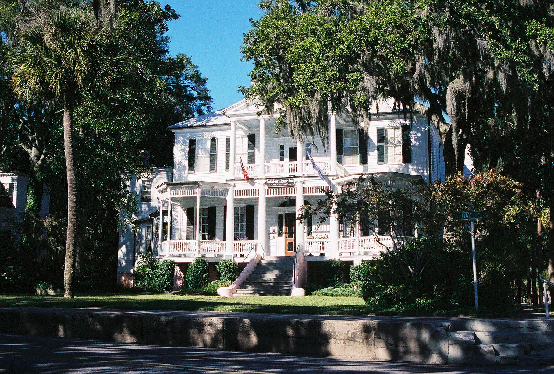 The 30 most architecturally impressive small towns in america for Beaufort sc architects