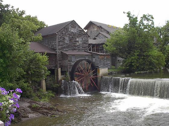 pigeon-forge-impressive-small-towns